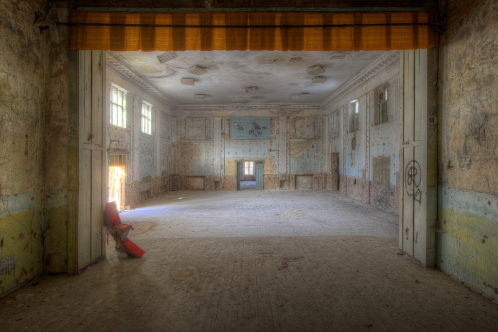 Rote Stern Theater is een verlaten theater ergens in Duitsland