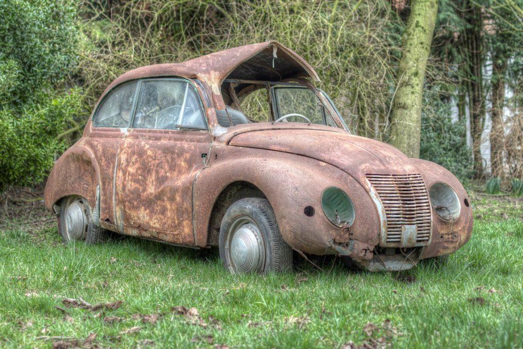 Olga Olgers een prachtige verlaten auto in Belgie